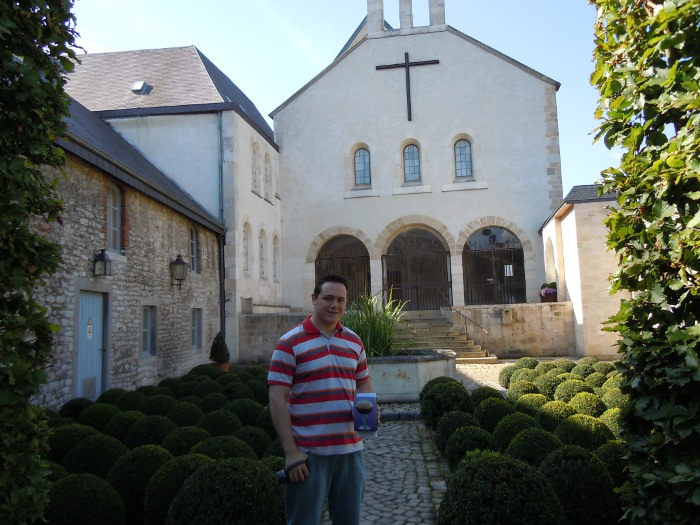 In front of Abbaye Saint Remy in Rochefort
